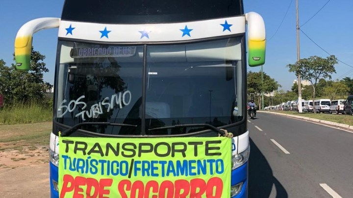 Turismo Rodoviário realiza manifestação em Cuiabá pedindo isenção do IPVA e auxílio durante a pandemia