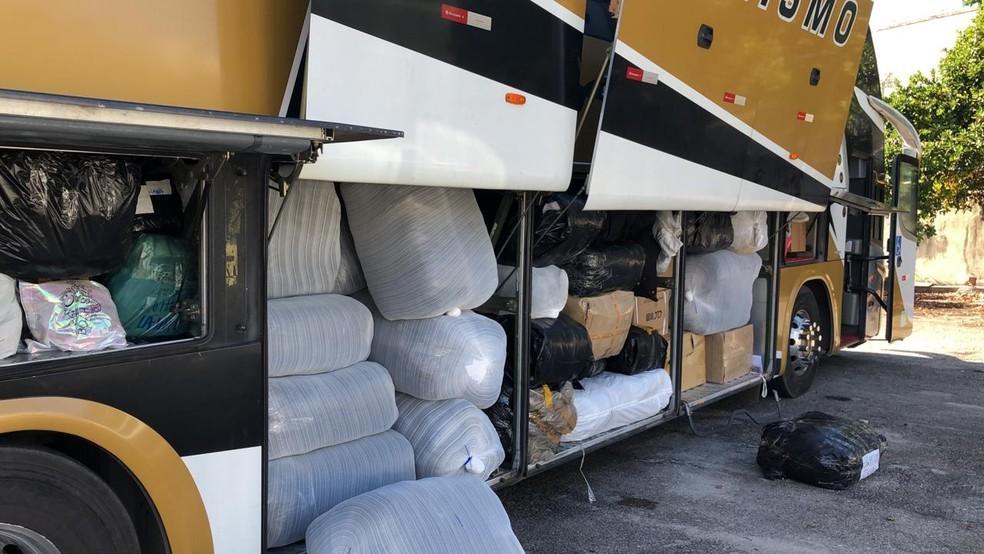Rio: Polícia Civil intercepta dois ônibus com produtos contrabandeados