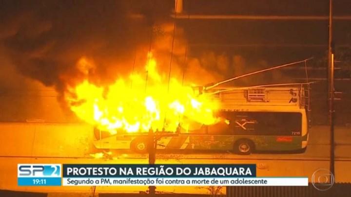 EMTU publica vídeo com ônibus que foram vandalizados e queimados na Zona Sul de São Paulo