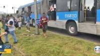 Rio: BRT cheio e com princípio de incêndio assusta passageiros nesta segunda-feira