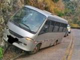 SC: Micro-ônibus bate na Serra do Rio do Rastro na manhã desta quinta-feira