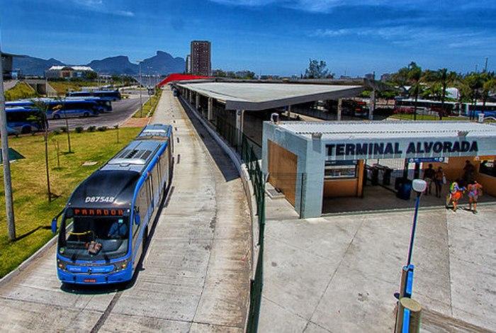 Prefeitura do Rio participa da Campanha do Agasalho 2020 no terminal do Alvorada