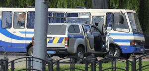 Ucrânia: Homem mantém reféns em ônibus e ameaça explodir o coletivo - Vídeo