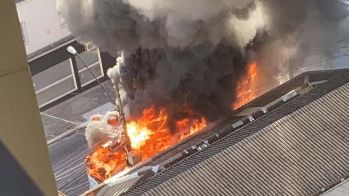 São Paulo: Ônibus pega fogo na região da Zona Oeste nesta tarde