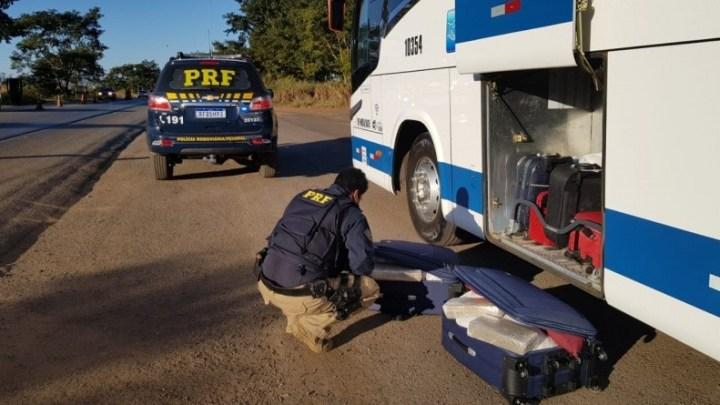 MG: PRF apreende 50 kg de entorpecentes com mulheres em ônibus da Expresso União na BR-365