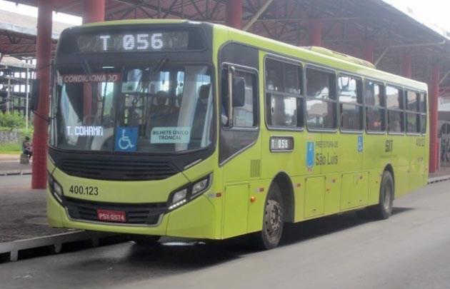 Vídeo: Forte ventania paralisa ônibus por alguns minutos em São Luís nesta tarde de segunda-feira