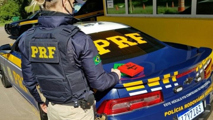 Vídeo: PRF prende traficante transportando entorpecentes em ônibus em Santa Maria