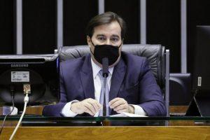Rodrigo Maia diz que socorro a empresas de ônibus depende de negociação com governo
