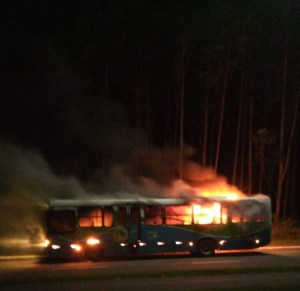 Criminosos incendiam o 4º ônibus em menos de um mês na Grande Vitória