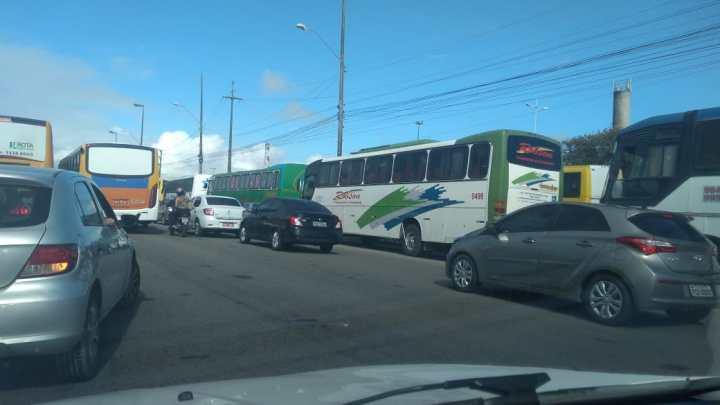 PE: Rodoviários do Turismo realizam protesto em Olinda na manhã desta quarta-feira