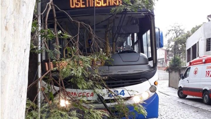 RJ: Acidente com ônibus da Viação Princesa de Valença deixa 4 feridos nesta manhã de quinta-feira