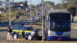 Vídeo: PRF apreende mais de 120 quilos de entorpecentes em ônibus interestadual na BR-381 em MG