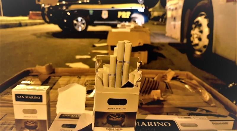Vídeo: PRF apreende cigarro paraguaio dentro de ônibus em fiscalização na BR-116