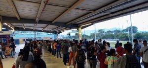 BRT Rio começa a semana com filas, aglomerações e muitas reclamações