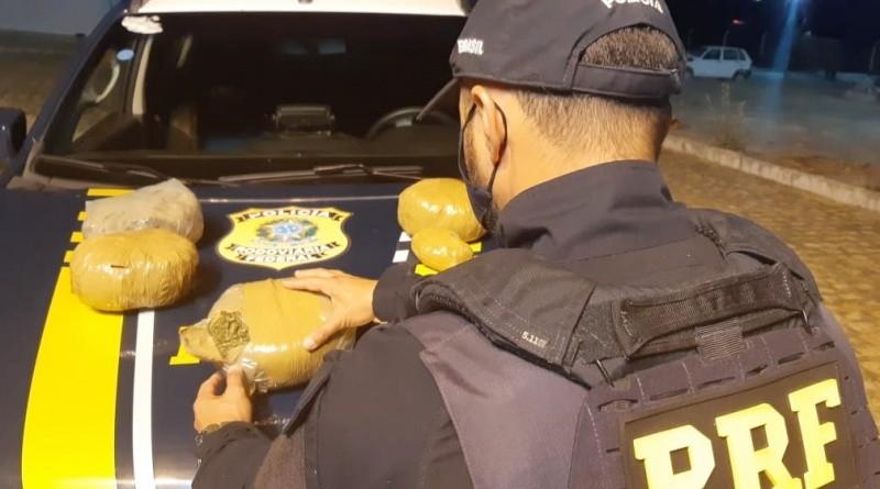 Vídeo: PRF prende passageiro de ônibus com entorpecentes em Cabrobó/PE