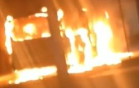 Vídeo: Ônibus da Flores é incendiado na comunidade São Matheus em São João de Meriti