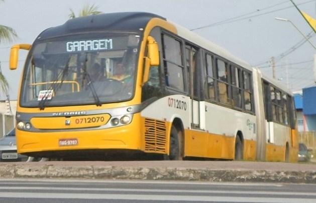 Vídeo: Ônibus articulado da empresa Global Green pega fogo em Manaus