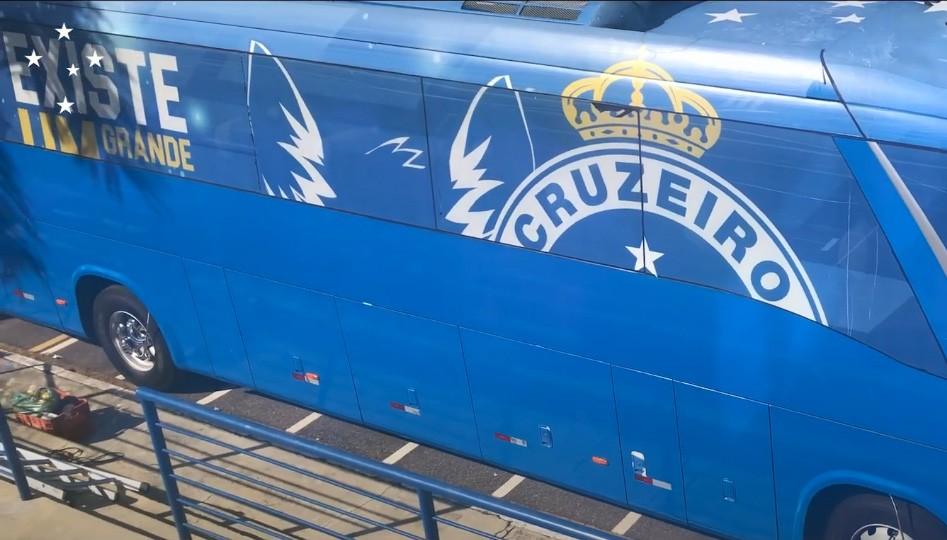 Vídeo: Cruzeiro mostra como está ficando a plotagem de seu ônibus