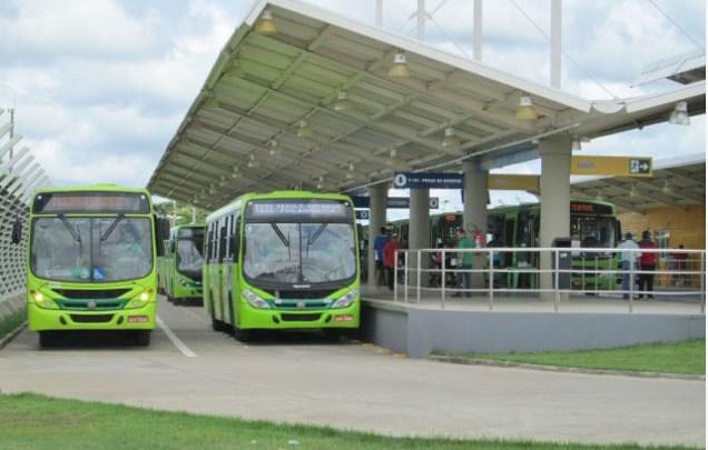 Vídeo: Ônibus de Teresina seguem circulando superlotados, descumprindo decreto municipal