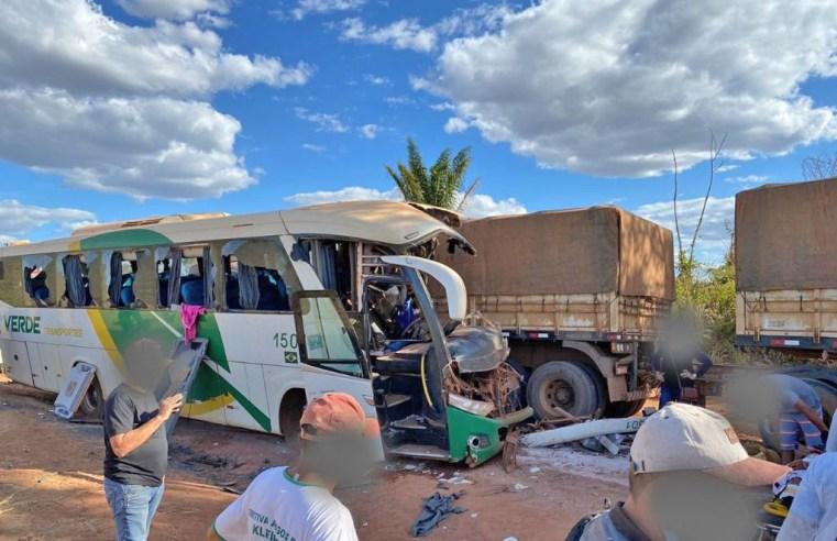 PA: Acidente com ônibus da Verde Transportes e Bitrem deixa 3 mortos na BR-158