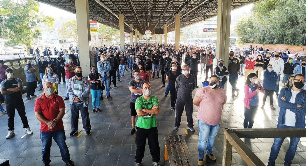 SC: Rodoviários de Blumenau realizaram assembleia neste sábado contra demissões – Vídeo