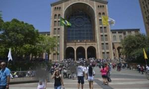 Aparecida registra movimento intenso de fiéis no Santuário Nacional neste fim de semana