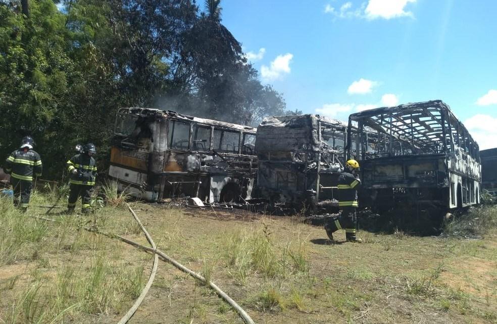 Maceió: Incêndio atinge garagem de ônibus no bairro Tabuleiro do Martins