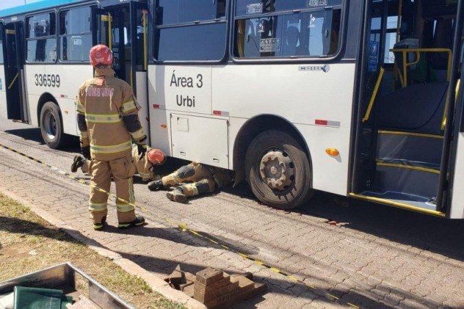 DF: Acidente entre moto e ônibus deixa um morto em Taguatinga
