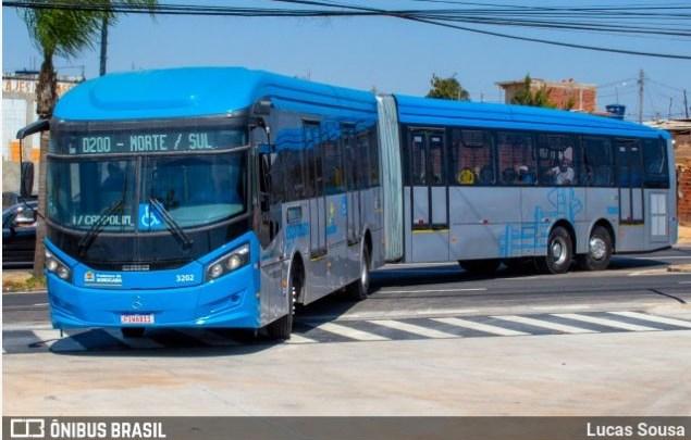 Vídeo: Ônibus do BRT Sorocaba bate em árvore neste terceiro dia de operação