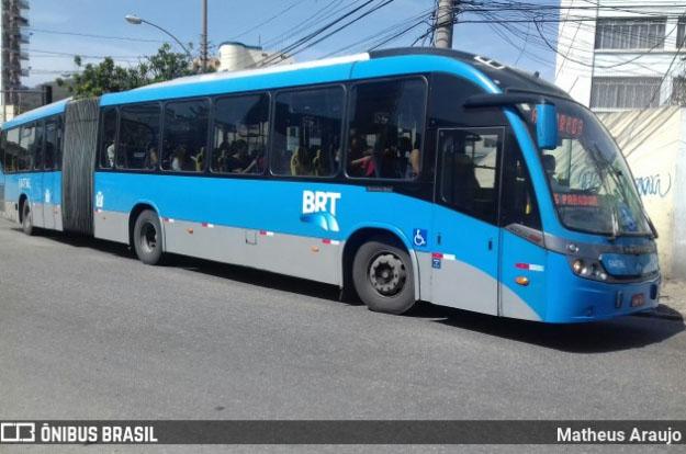 Vídeo: Ônibus do BRT Rio viaja com apoio de mãos solto, podendo causar acidente