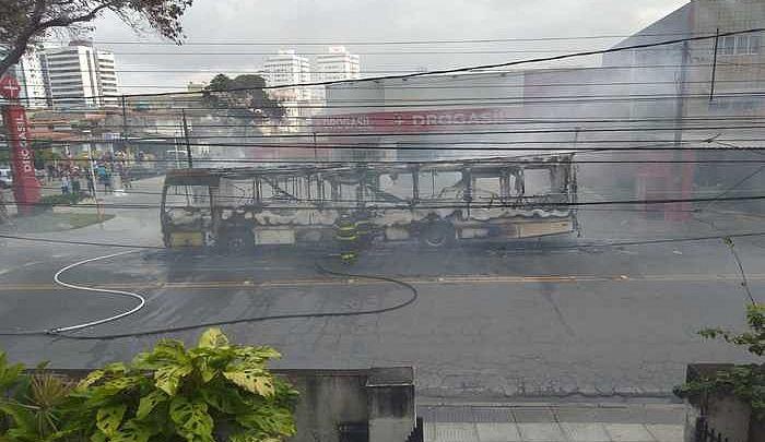 PE: Polícia Civil realiza operação contra grupo suspeito de incêndios a ônibus no Grande Recife