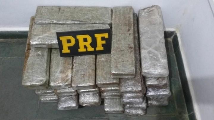 MS: PRF apreende 26 Kg de entorpecentes com passageiro de ônibus em Bandeirantes