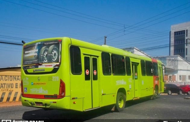 Teresina: Greve de ônibus faz prefeitura manter alternativos circulando