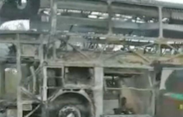 MG: Fogo destrói ônibus rodoviário na BR-365 em Pirapora nesta segunda-feira