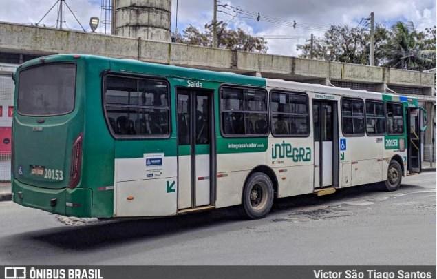 Salvador: Polícia prende homem e apreende adolescente após assalto a ônibus