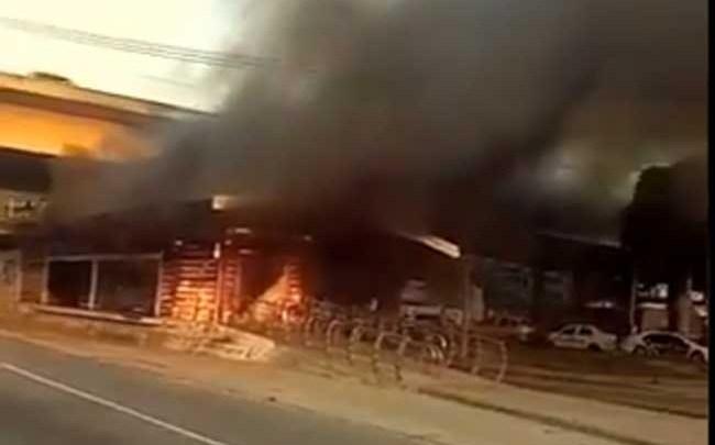 Vídeo: Estação Alim Pedro do BRT Rio pega fogo em Campo Grande