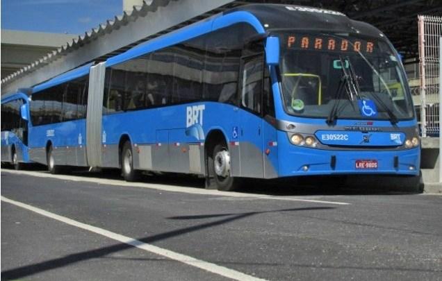 BRT Rio registra mais um dia de superlotação em estações e muitas reclamações