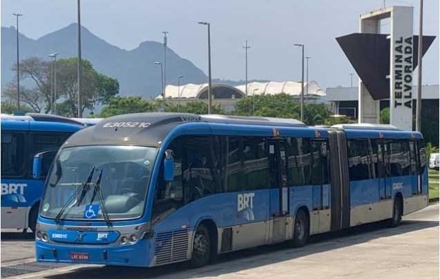 Vídeo: BRT Rio inicia o mês de outubro com ônibus quebrado e diversas reclamações