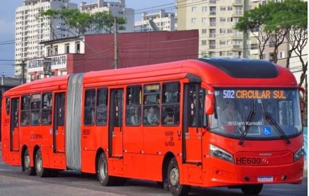 Curitiba: Acidente entre carro e ônibus deixa um morto no Alto Boqueirão