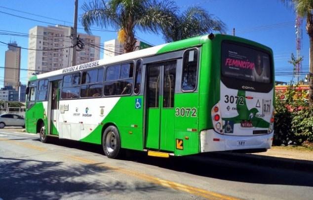 Vídeo: Ônibus de Campinas segue circulando lotado em meio a pandemia da Covid-19
