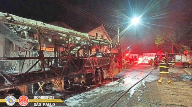 SP: Ônibus de São José dos Campos é incendiado neste domingo