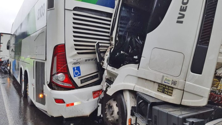 SP: Acidente na Rodovia Régis Bittencourt deixa quatro mortos e três feridos nesta manhã