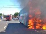 MG: Ônibus pega fogo em Uberaba na manhã desta sexta-feira