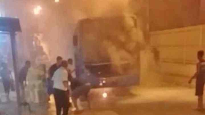 ES: Ônibus do Transcol pega fogo em Cariacica na noite desta sexta-feira