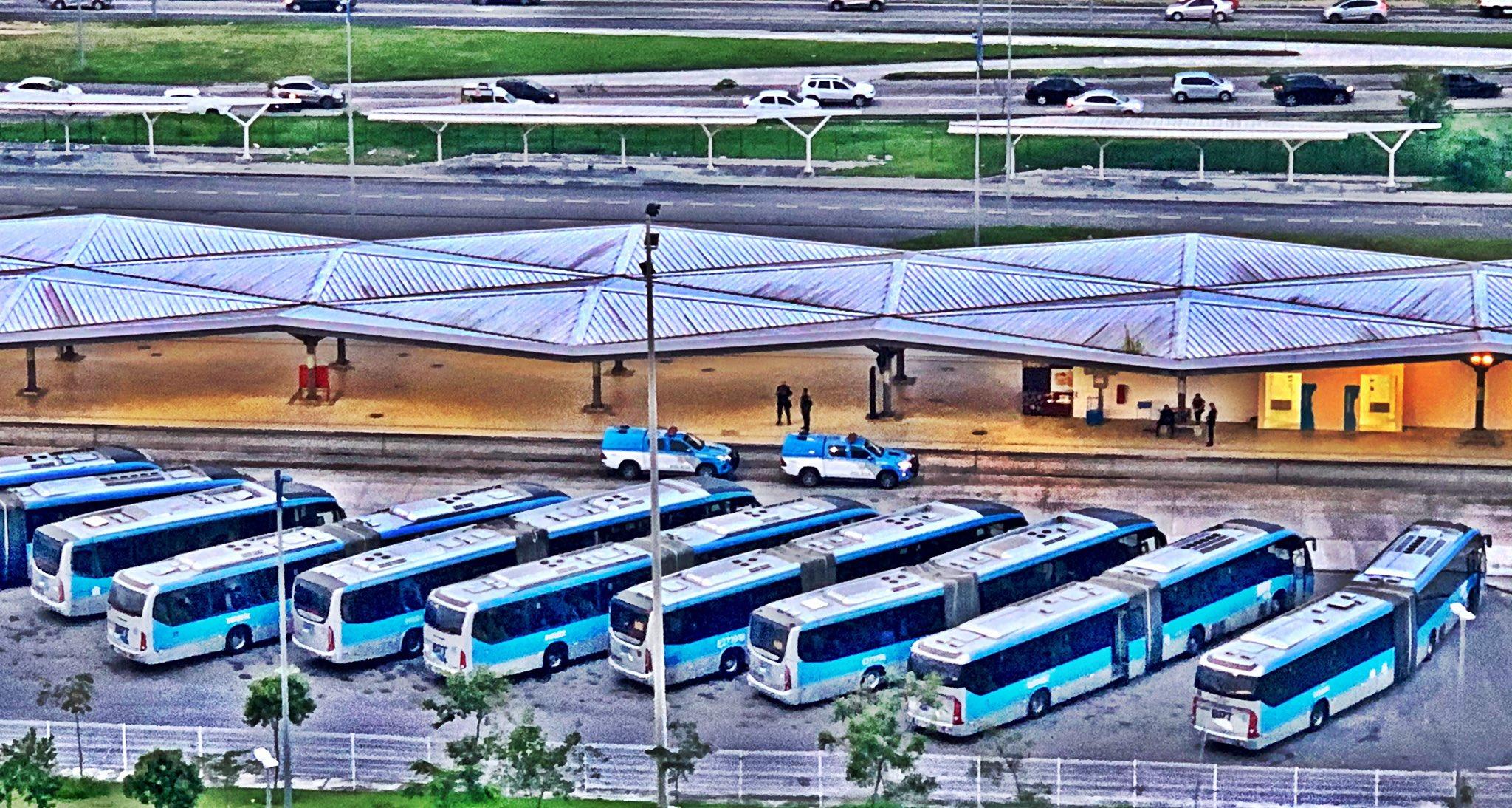 Paralisação do BRT Rio entra na noite desta segunda-feira e cidade vive um caos no transporte