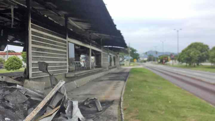Incêndio destrói estação Guignard do BRT Rio neste sábado