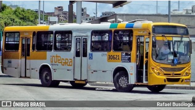 Salvador: Trio tenta assaltar ônibus e para fugir, pulam do coletivo em movimento
