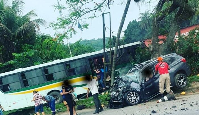 RJ: Acidente envolvendo carro e ônibus deixa 22 feridos em Magé