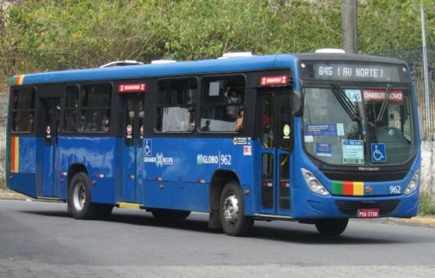 Recife: Ônibus extras são disponibilizados após trem descarrilhar, nesta sexta-feira