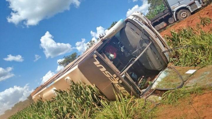 MT: Ônibus da Lopesul tomba na BR-158 deixando 11 pessoas feridas nesta quinta-feira